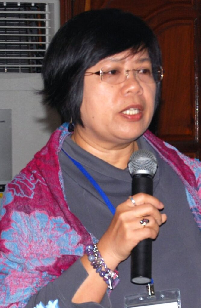 Dr Arlene Nietes Satapornvanit leads a workshop during the USAID Oceans project. Photo: SEAFDEC.